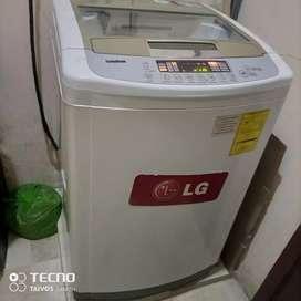 Lavadora digital LG vendo x viaje Es semi nueva