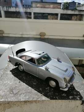 Carro Aston Martin juguete antiguo 007 funciona