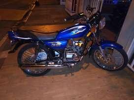 Se vende moto en exelente estado