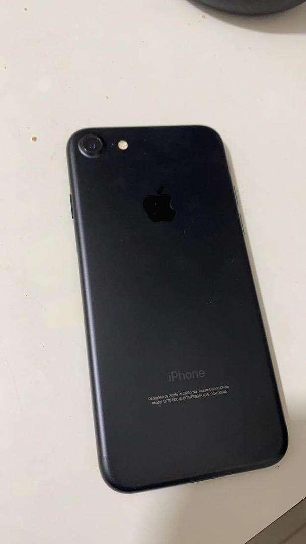 Iphone 7 de 32 gb completamente nuevo sin usar con cargador y audifonos 0