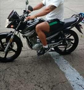 Vendo moto en muy buen estado único dueño sin chicharrones