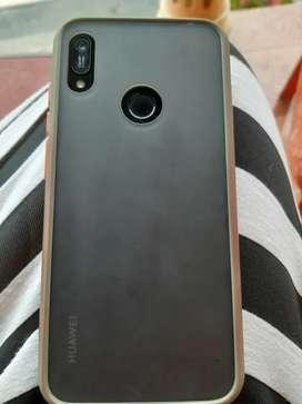 Huawei Y6 tiene 3 meses de comprado excelente estado solo la mica la tiene partida un poco luego esta nuevo