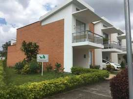Venpermuto Hermosa casa en Armenia, Quindio. Rentando en este momento. Por apto o casa en el sector de Hayuelos Bogotá