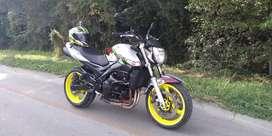 Vendo hermosa Suzuki GSR 600