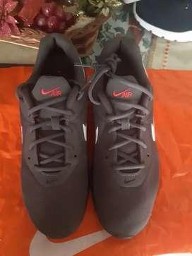 Nike INGENNIERRED