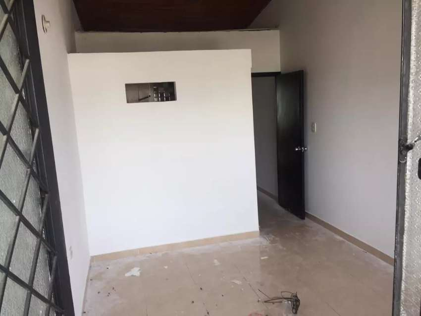 Se vende casa de 2 pisos en el barrio simon bolivar 0