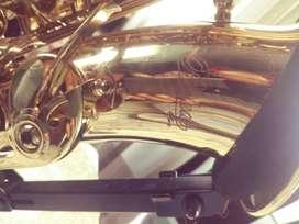 Vendo Saxofon alto como nuevo. Varato