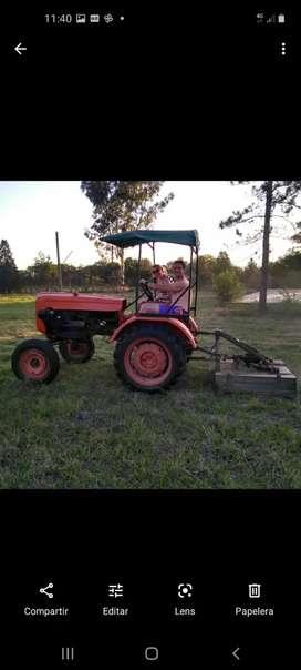Tractor Fiat U25 con cortadora de césped