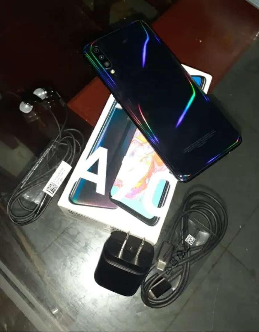 Samsung Galaxy A70 de 128 GB de almacenamiento y 6 de RAM 0