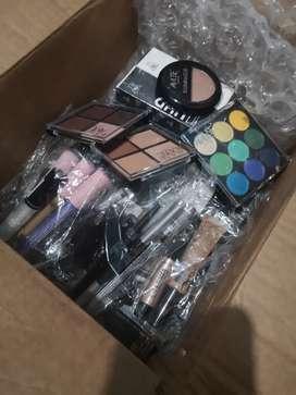 Vendo cajas de maquillaje