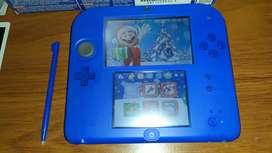 Nintendo 2ds con 32 GB llena de juegos con emuladores y caja y manuales en perfecto estado
