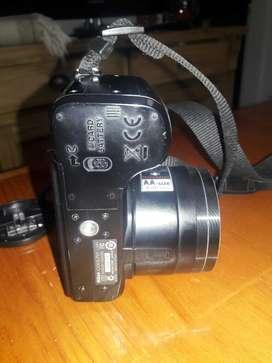 Camara Nikon L100