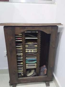 Mueble rústico para acomodar cds