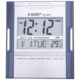 Reloj digital de pared gris y mesa cuadrado kadio