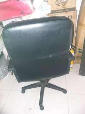 Se vende silla   de oficina. Giratoria