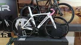 Se vende bici de ruta AGR 105 en carbono, perfecto estado