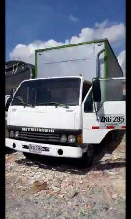 VENPERMUTO  furgón  MITSUBISHI  CANTER 4 ton reparado DIESEL 26m3
