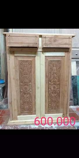 Mueble en madera tallado