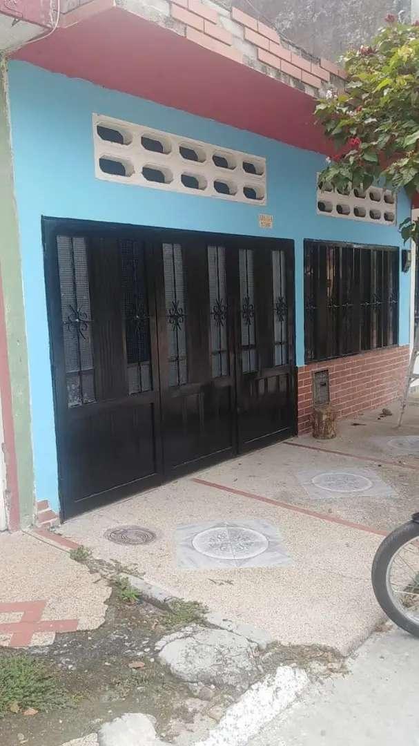 Casa de 3 habitaciones un baño sala comedor y casa totalmente enchapada con lo tres servicios agua luz y gas natural. 0