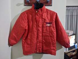 campera inflable marca Pecosos talle 6