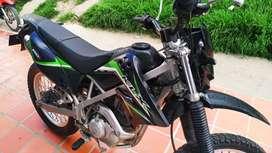 KLX 150 negra - verde