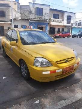 Taxi amarillo con sistema a gas en coperativa 4 de abril