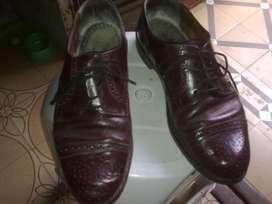 Par de zapatos de cuero Nº 39/40,usados en  buen estado color negro.