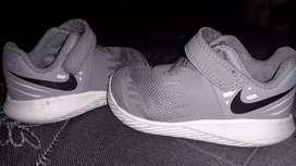 Zapatillas nike nun 20 grises origunales