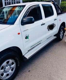 Vendo Camioneta Pública TOYOTA HILUX 4X4 perfecto estado, lista para trabajar