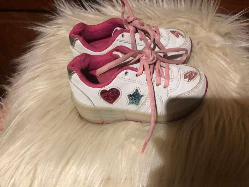 Zapatillas footy 27 con rueditas y luces 0