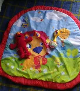 Tapetico para bb con dos juguetes adicionales