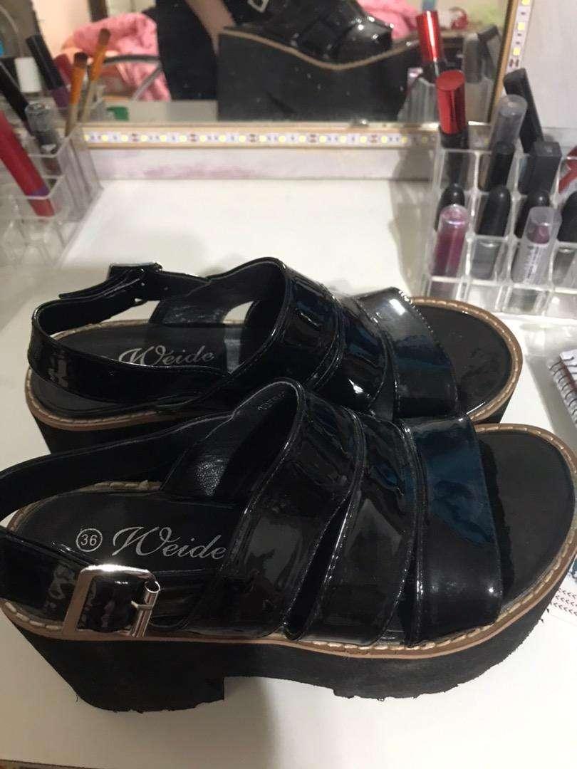 Sandalias tipo charol 0