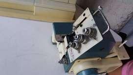 Se vende maquina de coser y fileteadora.