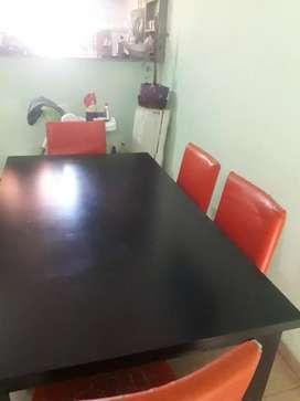 Vendo mesa más 6 sillas