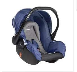 Coche con porta bebé azul marca infanti