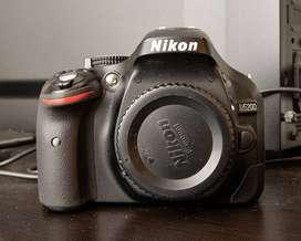 Camara Nikon D5200 + Lente Nikkor 18-55 VR