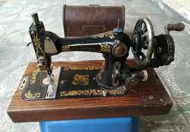 Antigüedad: Máquina de Coser Manual
