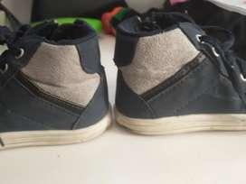 Zapatillas botitas 23