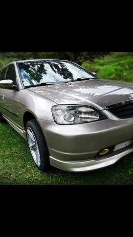 Automóvil Honda Civic 1.7 modelo 2001 en perfectas condiciones