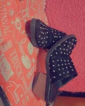 Zapatos con tachas 35