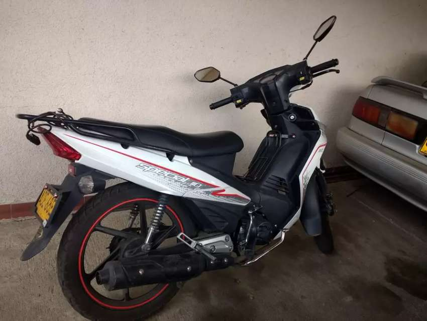 Vendo moto akt blanca, única dueña 0