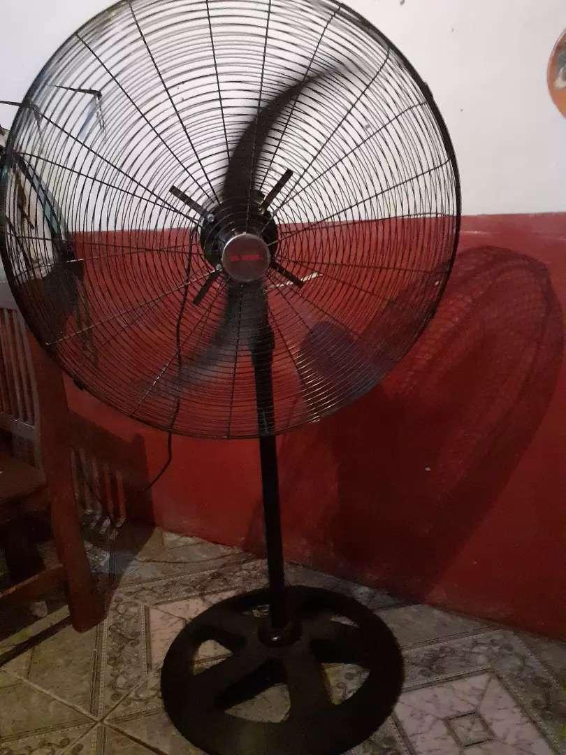 Vendo ventilador industrial de 30 pulgadas 0