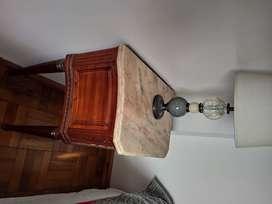 Mesa de luz antigua, estilo francés