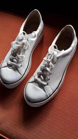 Zapatillas de mujerblancas  con plataforma