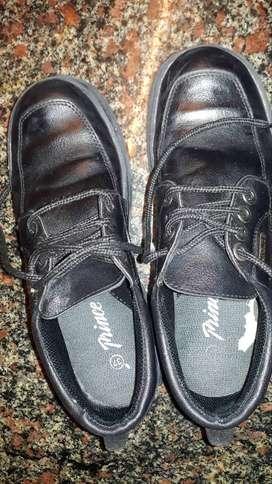 Zapato escolar.