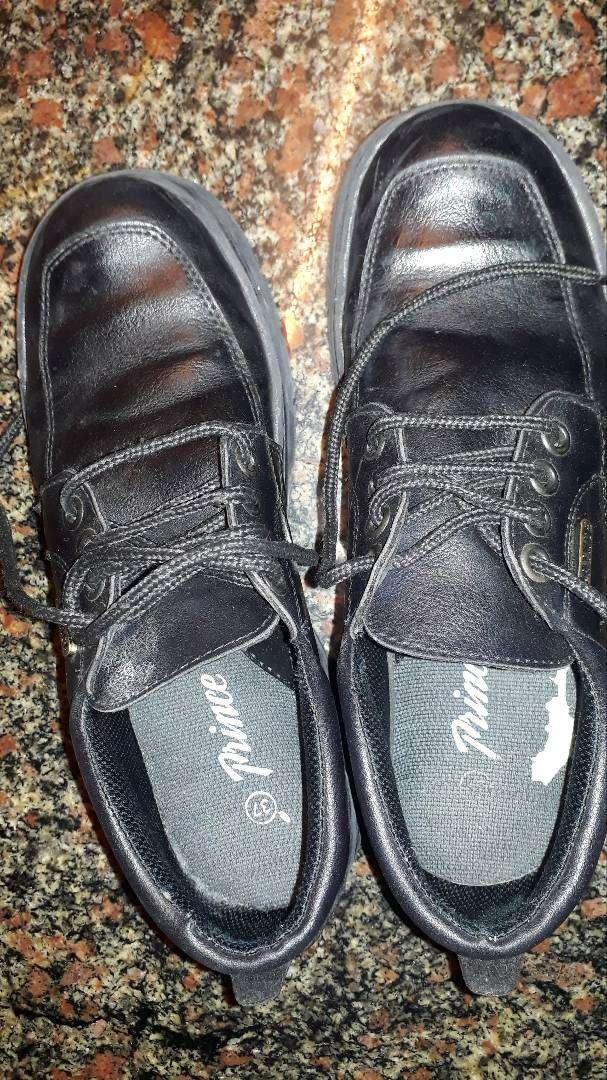 Zapato escolar. 0