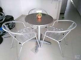 Juego de mesa y sillas en aluminio