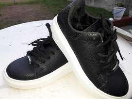 Zapatillas Negras con Plataforma 35 -36