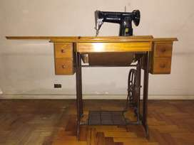 Maquina Coser Singer a Pedal con Mueble