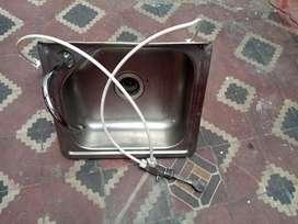 Lavaplatos con llave pedal piso
